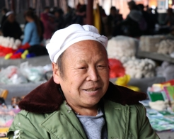 While in Lihu town for market day, we caught up with Mr. Li Guaicai, whose basket making skills we had documented earlier in the week. December 16, 2017. Photograph by Jon Kay.