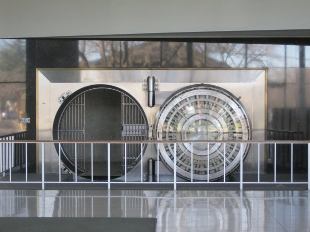 Bank_of_the_West_Los_Altos_branch_vault